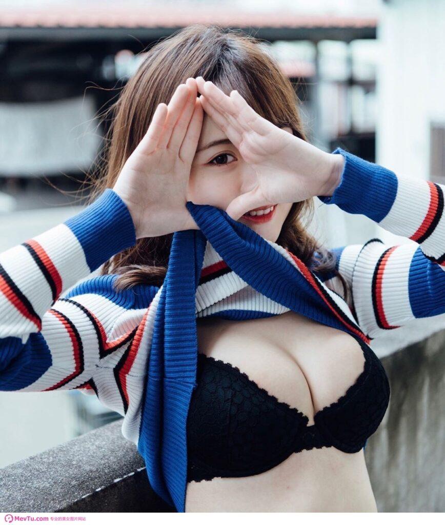台湾省网红:刚满18岁的嫩妹熟度hen可以!发育太好「航空奶舰」开出来…网嗨:吃幼齿顾眼睛! 性感美女-第1张