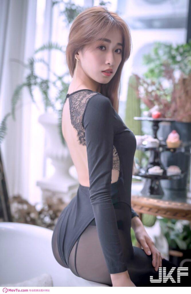 新庄辣模「张美Mi Mi」黑丝袜火辣诱惑,「饱满的翘臀弧度」太极品! 性感美女-第1张
