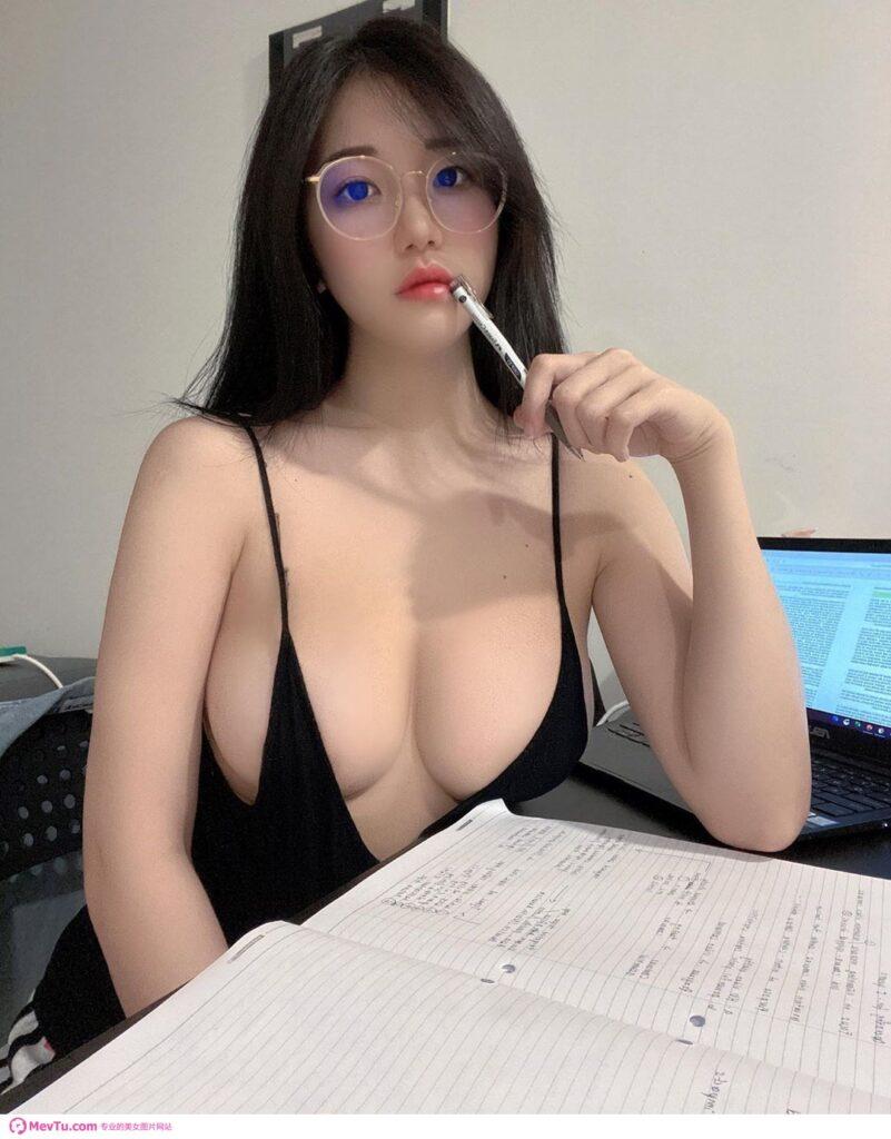 JKF女郎Joanna子涵「逆天长腿正妹」钢管舞! 「猛夹钢管」火辣本尊神到了! 性感美女-第1张