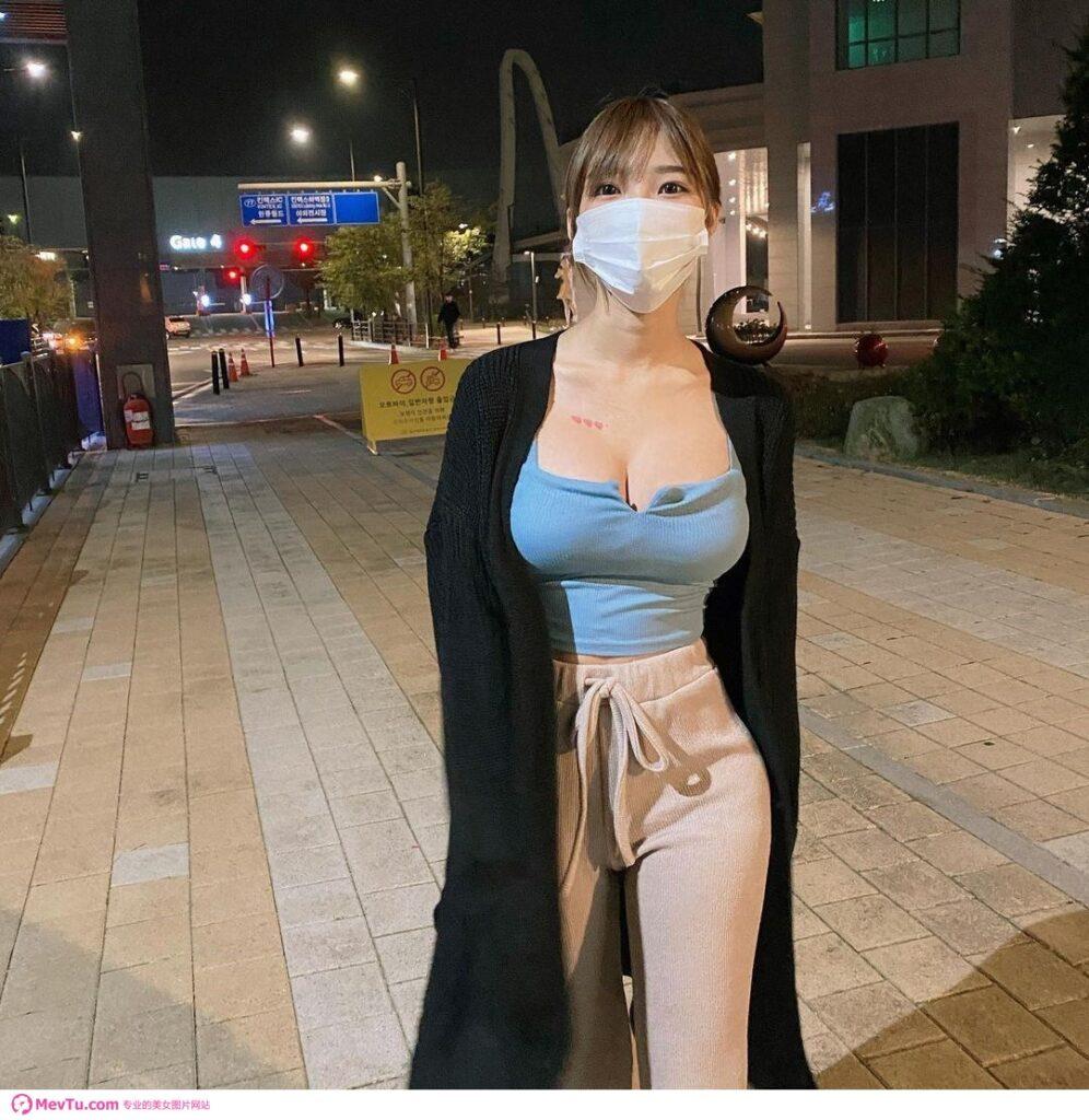脸可以遮但奶不行! 「雪乳正妹」爆奶上街 展现惊人软实力 性感美女-第1张