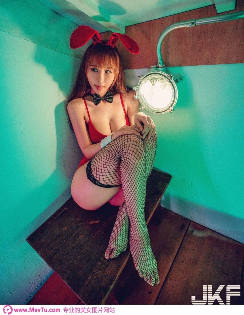雪白巨乳甜心「梦梦monmon」媚惑开撩_M字型「长腿勾魂」画面超诱惑 性感美女-第1张