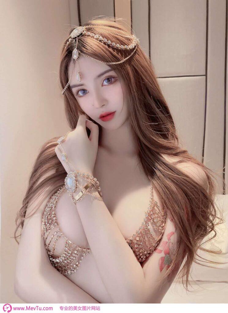 美丽嫩模前凸后翘性感至极图片 性感美女-第1张