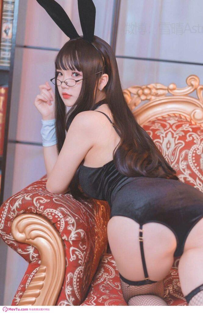 一组萝莉COS性感黑丝兔子女仆 性感美女-第5张