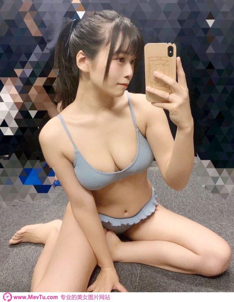 写真界的二刀流「东云うみ」_饱满巨乳下藏着100cm国宝级美尻 性感美女-第1张