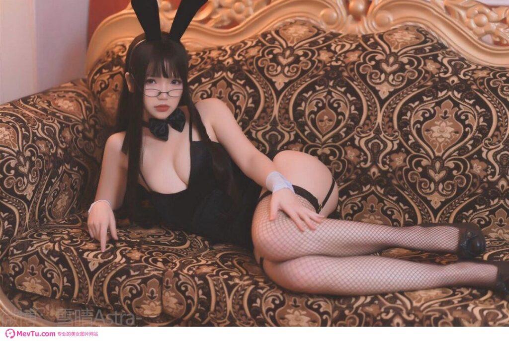 一组萝莉COS性感黑丝兔子女仆 性感美女-第4张
